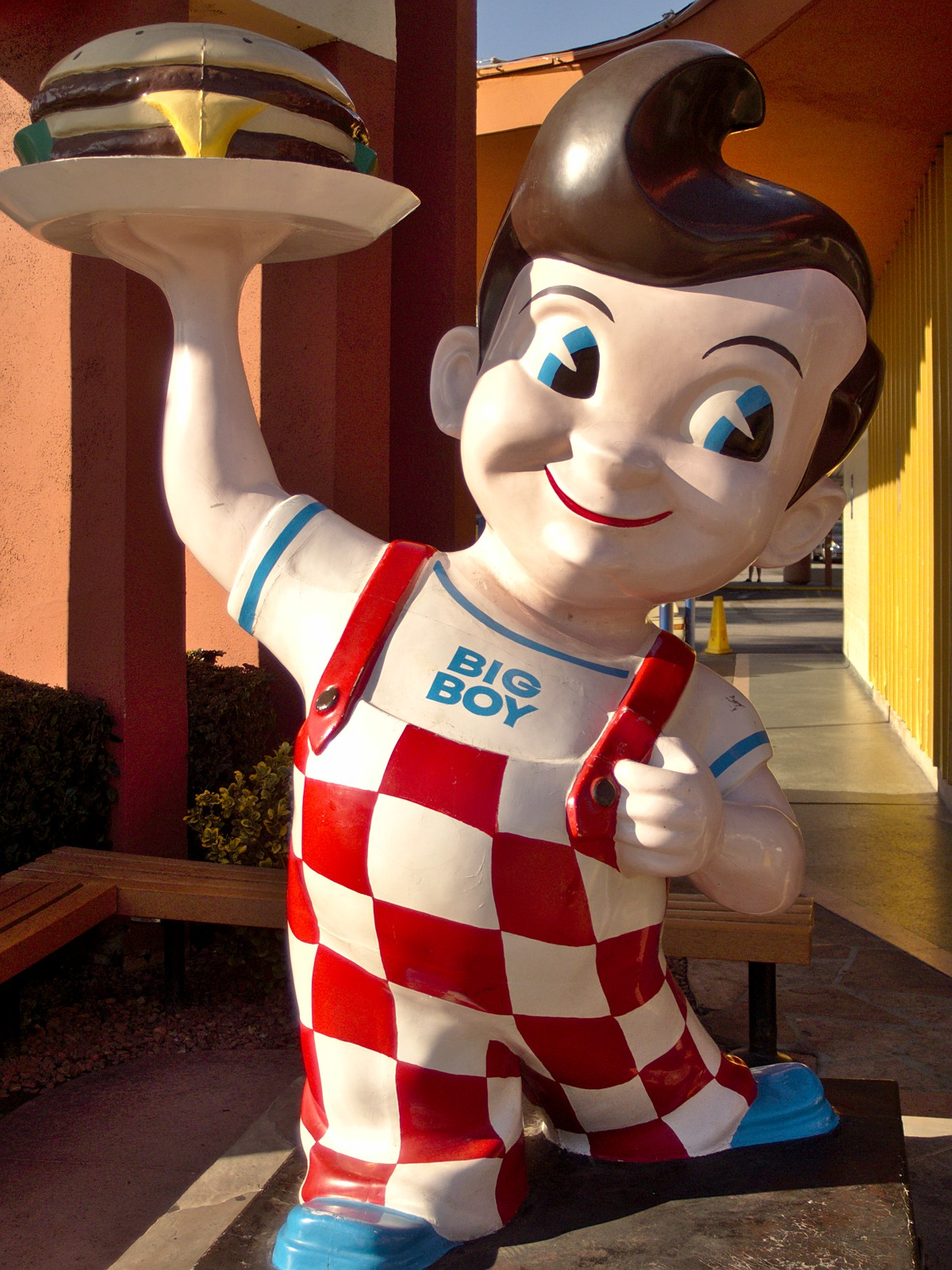 Meet me at bob s big boy burbank high class of 1968 for Big bob s carpet